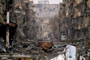 شارع في مدينة سورية تدمّر بفعل الحرب