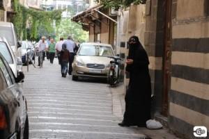 سيدة سورية في أحد أحياء دمشق\ روزنة
