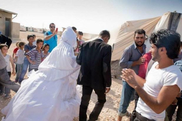 زواج سوري في مخيمات اللجوء (AFP)