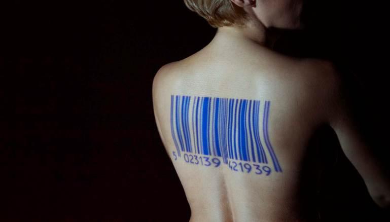 عمل فني لمنع الاتجار بالنساء
