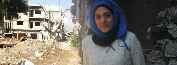 """سيدة سورية فضلت البقاء في مدينتها.. """"لدي زوج متفائل وأطمح لبناء مدينتي حمص"""""""