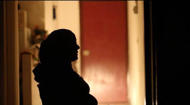 امرأة سورية في الظل