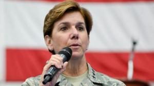 الجنرال لوري روبنسون من القوات الجوية القيادة العسكرية الأميركية الشمالية