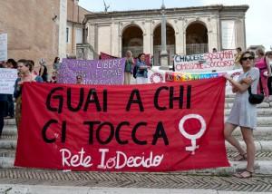تظاهرة لمناهضة العنف ضد المراة