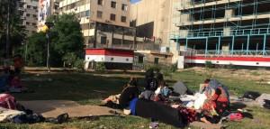 أسرة سورية تقطن إحدى الحدائق العامة في دمشق - شبكة أريج