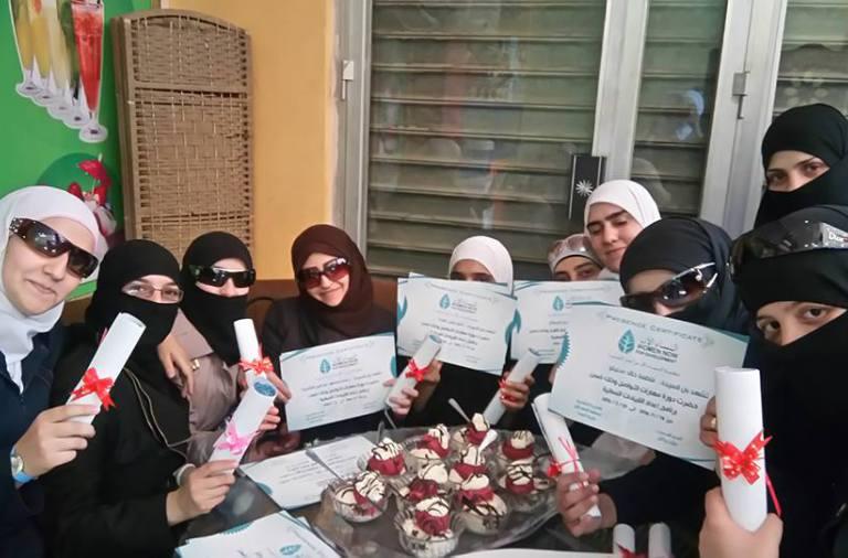 """إحدى ورشات مركز""""النساء الآن"""" في الغوطة"""