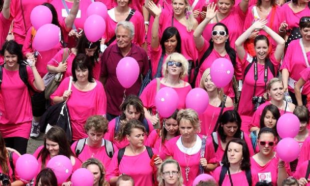 حملات للتوعية بمخاطر سرطان الثدي
