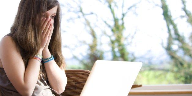 التحرش الإلكتروني عبر مواقع التواصل الاجتماعي