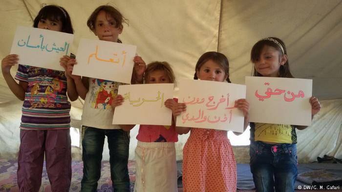 حملة توعية بين الأطفال السوريين في أحد مخيمات اللجوء