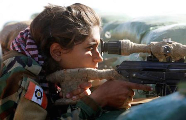 مقاتلة كردية / رويترز