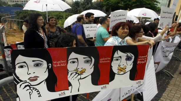 تحرك النساء ضد العنف مستمر في لبنان