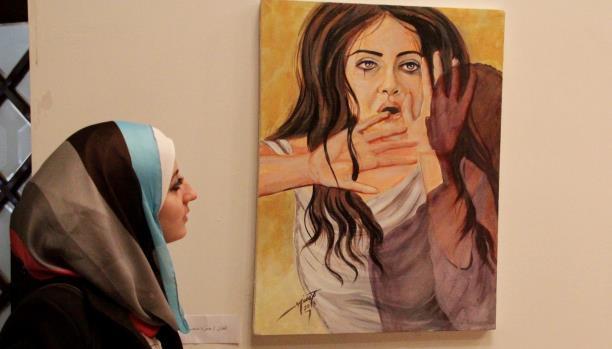 لوحة فنية تحاكي العنف ضد المرأة/ الفنانة التشكيلية خلود الدسوقي