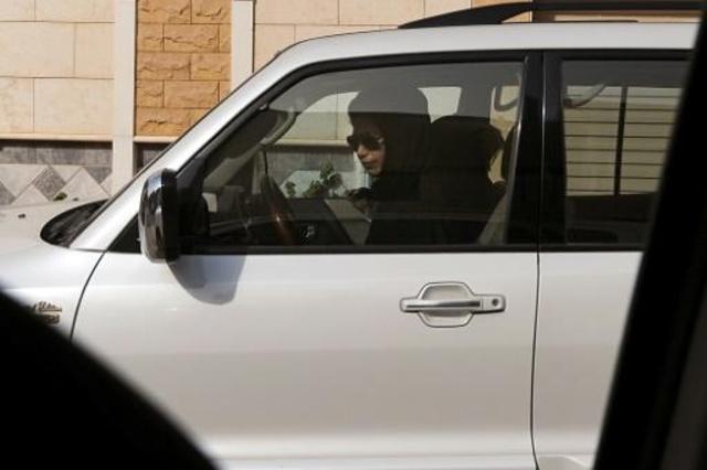 ناشطة سعودية خلف المقود في الرياض