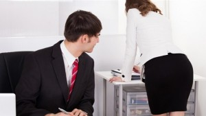 التحرش الجنسي بالمرأة أثناء العمل