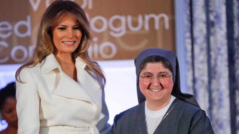 """الراهبة السورية """"كارولين طحان"""" والسيدة الأولى في الولايات المتحدة الأمريكية """"ميلانيا ترامب"""""""