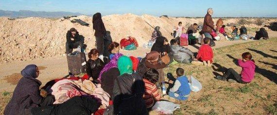 تداول ناشطون جزائريون ومغربيون صوراً وفيديوهات للعالقين على الحدود