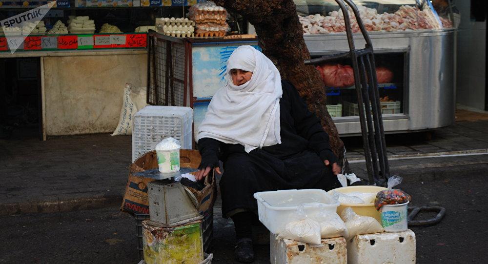 أم عمرو تبيع المنتجات في دمشق