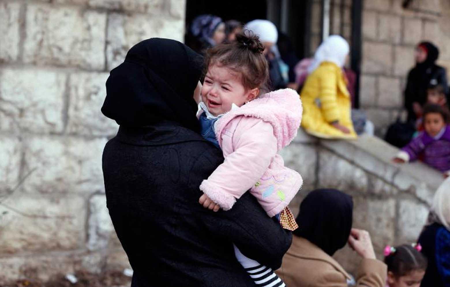 معاناة المرأة السورية في ظل الحرب وتناقضاتها