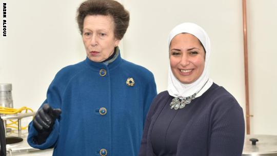 رزان الصوص مع الأميرة آن في افتتاح مصنعها الجديد