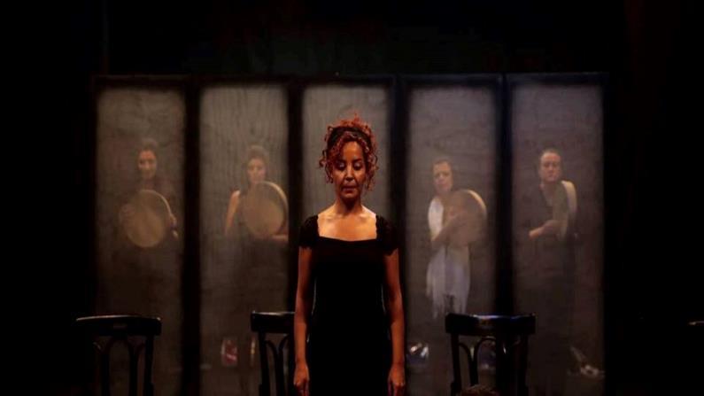 """العرض المسرحي """"هنّ"""" المقدم في على خشبة مسرح القباني بدمشق"""