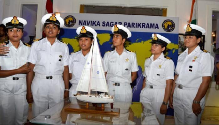 6 ضابطات من النساء في البحرية الهندية