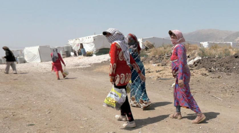 نازحات سوريات إلى لبنان في مخيم بالبقاع الشرقي (رويترز)