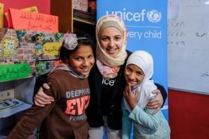 مزون المليحان تلتقي فتيات سوريات نازحات/ الأمم المتحدة