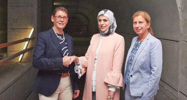 المهندسة السورية اللاجئة نور طالب تلتقي محافظ مدينة دورتموند الألمانية