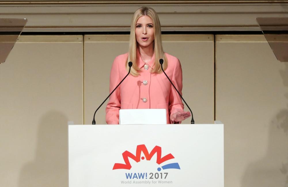 إيفانكا ترامب خلال أعمال الجمعية العالمية لقمة المرأة في طوكيو