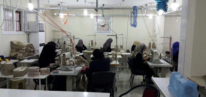 في تركيا، تدريب اللاجئات السوريات على الخياطة يساعدهن معنويا وماديا