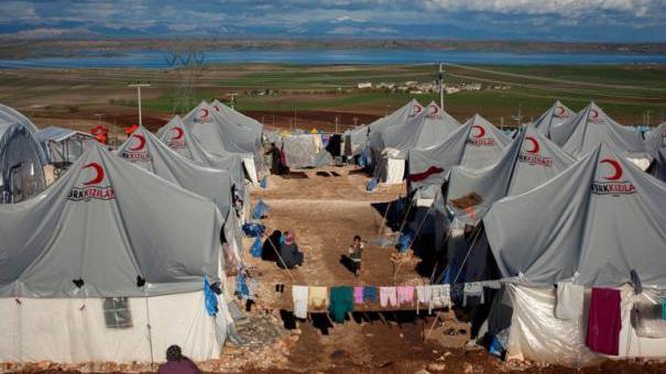 مخيم للاجئين سوريين على الحدود التركية السورية