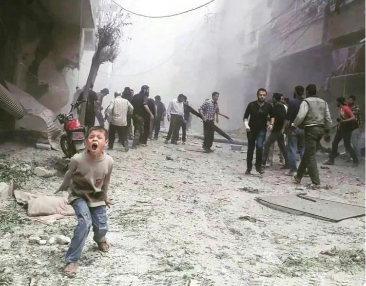 آثار القصف على الغوطة الشرقية قرب دمشق/ وكالات