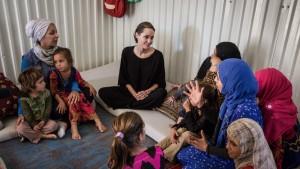 أنجيلنا جولي تزور مخيمات اللاجئين السوريين في لبنان/ مفوضية اللاجئين
