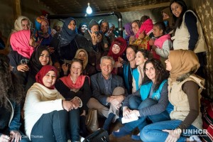 المفوض السامي للأمم المتحدة لشؤون اللاجئين، فيليبو غراندي، والمديرة التنفيذية لليونيسف، هنرييتا فور، برفقة نساء لاجئات سوريات في بعلبك