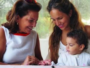 رولا امرأة مفعمة بالحياة وتمكّن العائلة بأكملها وتشكّل مصدر إلهام بإيجابيّتها