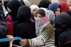 لاجئات سوريات ضحايا للنزاع الدائر في البلاد