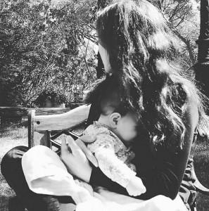 الأمومة والرضاعة والنسوية