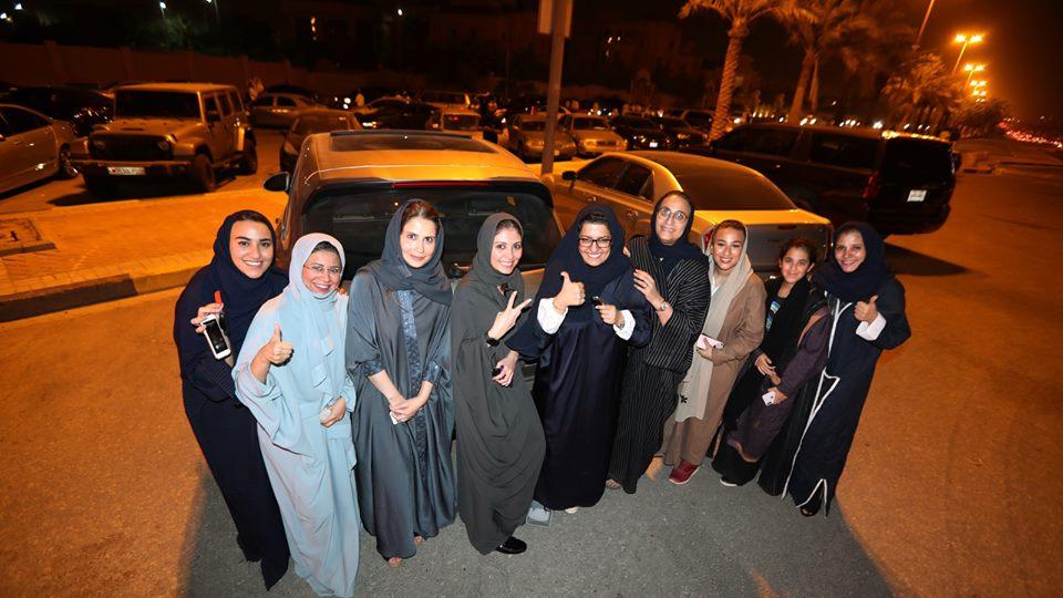كتبت لمياء لطفى: بعد ربع قرن من النضال النساء السعوديات يقدن السيارة فى شوارع المملكة