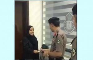تسليم أول رخصة قيادة نسائية في السعودية