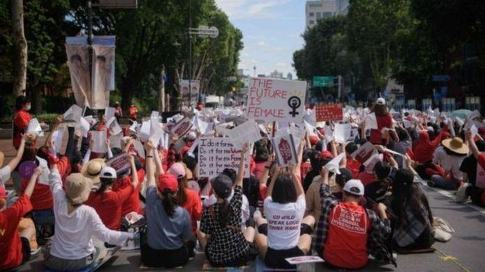 مظاهرة نسائية في كوريا/ أ ف ب