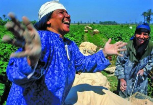 تمكين النساء من امتلاك أراضٍ يؤدي إلى تنمية اقتصادية واجتماعية ويحقق الأمن الغذائي (الحياة)