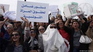 نساء تونسيات يتظاهرن