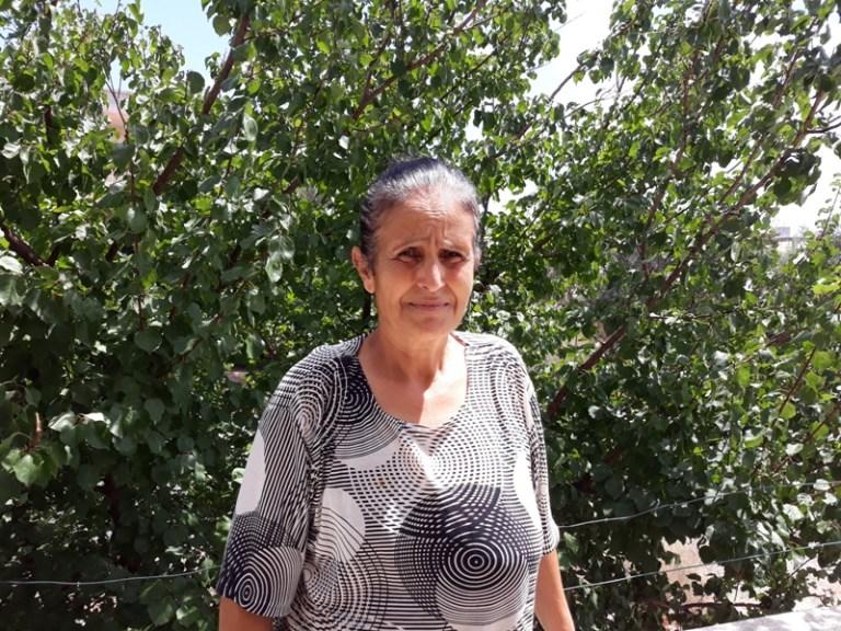"""""""نورا سليمان"""" تتحدى السرطان وتعيش حياتها"""