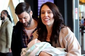جاسيندا أرديرن مع مولودتها