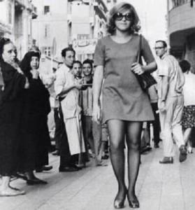 «الميني جيب» والأكثر قصراً «الميكرو جيب» أحياناً في سبعينيات القرن العشرين في القاهرة/ أرشيف
