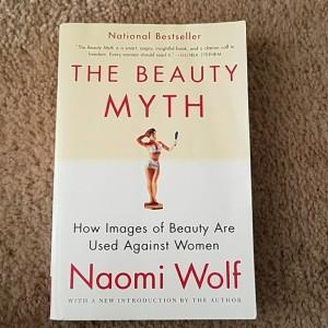 """""""خرافة الجمال: كيف تستخدم نماذج الجمال ضد المرأة"""""""