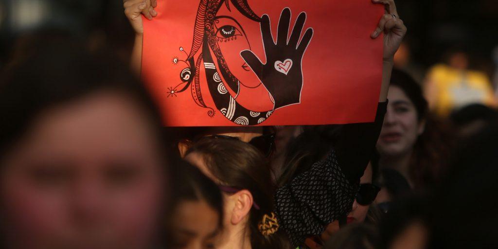 من التالية؟ :جرائم العار والحرب المزمنة ضدّ النساء