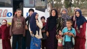 بث التلفزيون الرسمي صور نساء وأطفال قال إنهم الرهائن الذين تم تحريرهم/ AFP