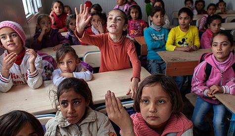 طلاب في مدرسة شمال سوريا/ انترنت
