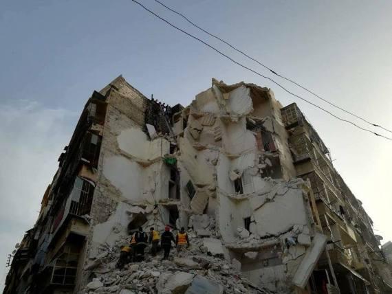 انهيار مبنى سكني في حي صلاح الدين في حلب/ وكالات محلية